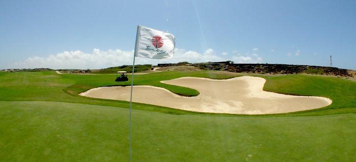 Een mooi uitzicht over een golfhole en een bunker