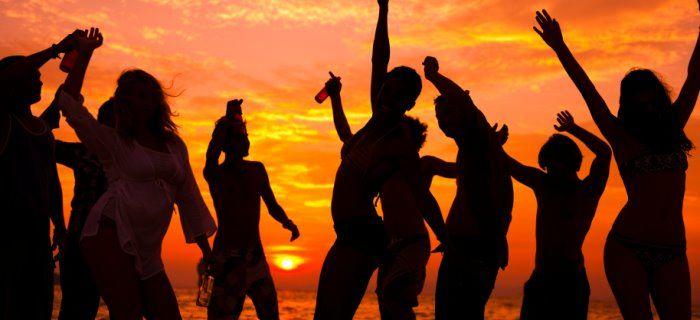 lekker dansen op een strandfeest