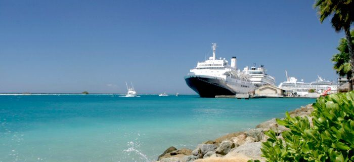 verschillende cruise ships bij de cruiseterminal