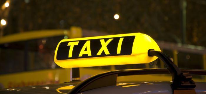 Taxi lichtbak brandt, dus deze is vrij