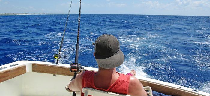 Vissen vlakbij de kust van Aruba