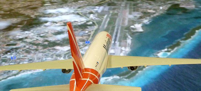 Vliegtuig is aan het landen op het vlieveld van Aruba