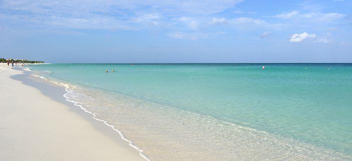 Witte stranden van poederzand