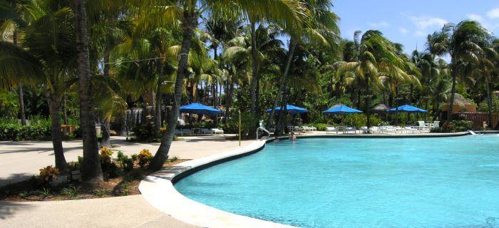 Groot zwembad hoort bij een 5 sterren hotel