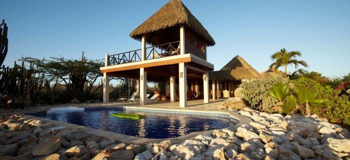 Zwembad bij een vakantievilla